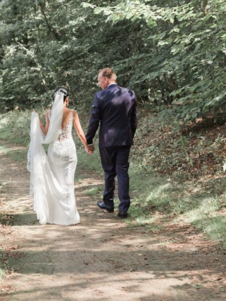 Bruiloft fotografie hand in hand