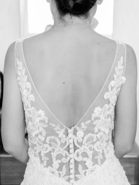 Bruiloftsfoto achterkant jurk