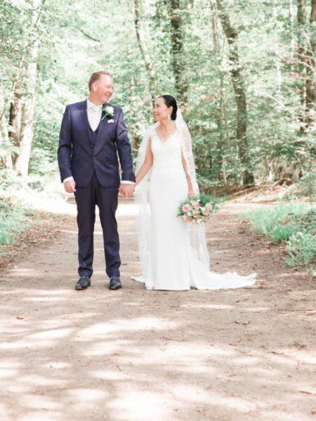 Bruiloftsfoto in het bos