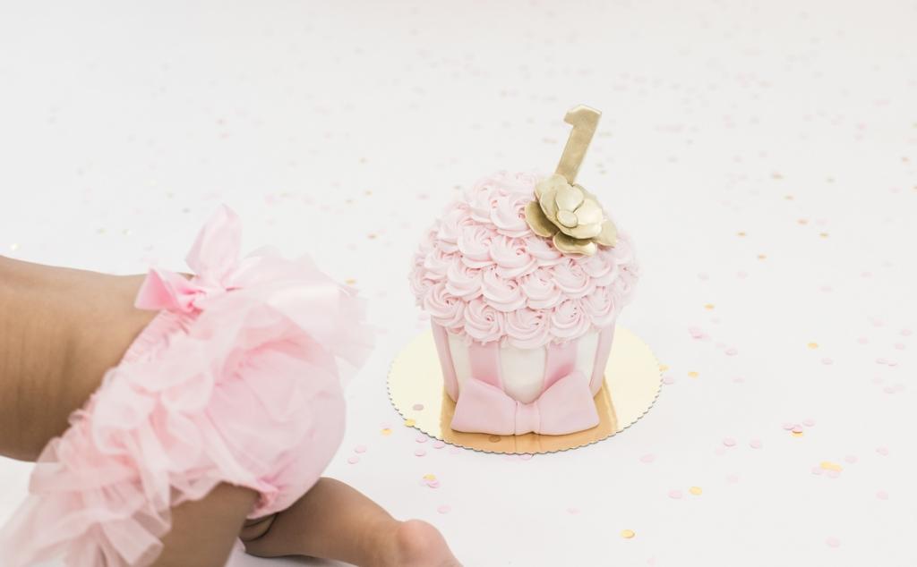 Cake smash fotoshoot roze