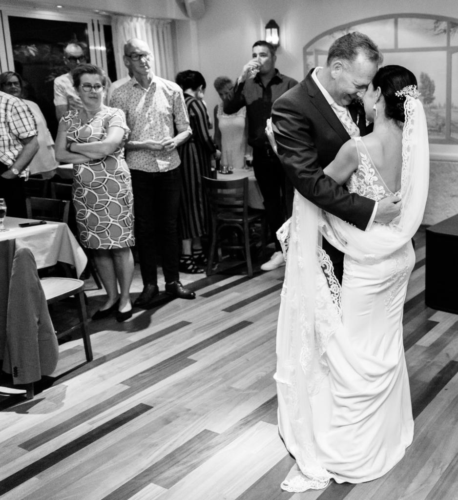 Fotografie bruiloft dans bruidspaar zijkant