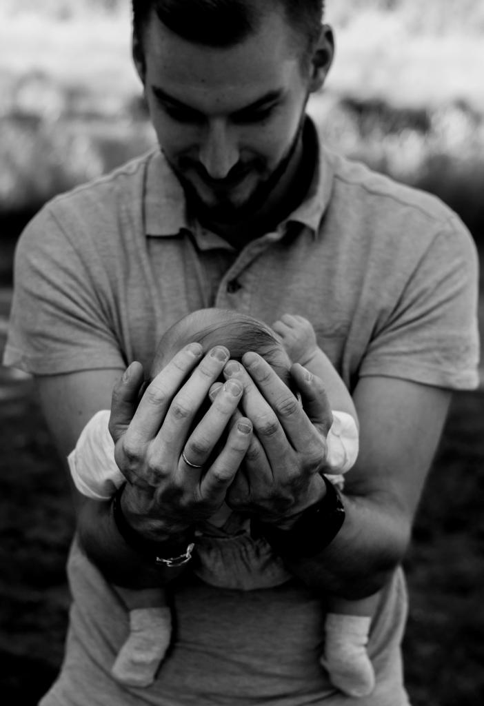 Newborn fotoshoot zwart wit