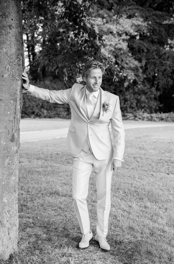 Foto bruidegom zwart wit
